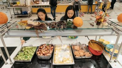 Students choose from fish and other food options while in line at the Class of 1953 Commons.